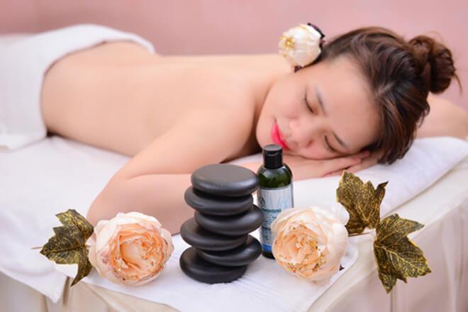 Massage body đá nóng: Tác dụng đối với sức khỏe, sắc đẹp